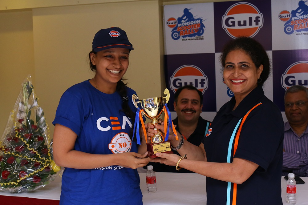 CEAT Rider Nidhi Shukla wins CEAT Best Lady Rider Award at Gulf Monsoon Scooter Rally 2015