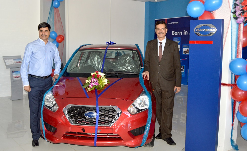 Mr. Zahoor Ahmed Mir, dealer principle and Mr. Arun Malhotra, MD_ Nissan Motor India Private Limited.