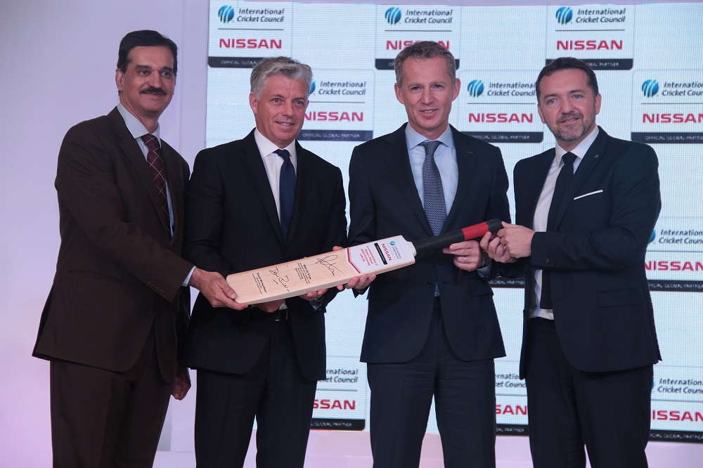 (L – R) – Arun Malhotra, MD- Nissan Motor India P. Ltd. with David Richardson, Chief Executive-ICC, Roel de V