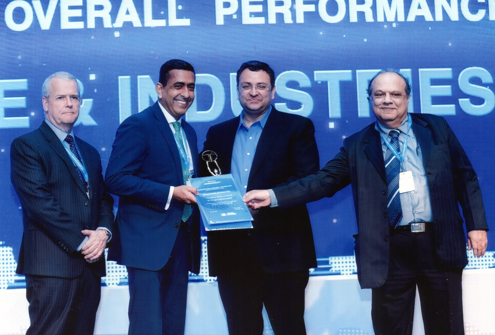 Mr. Vivek Kamra , _President India, JK Tyre receiving the award
