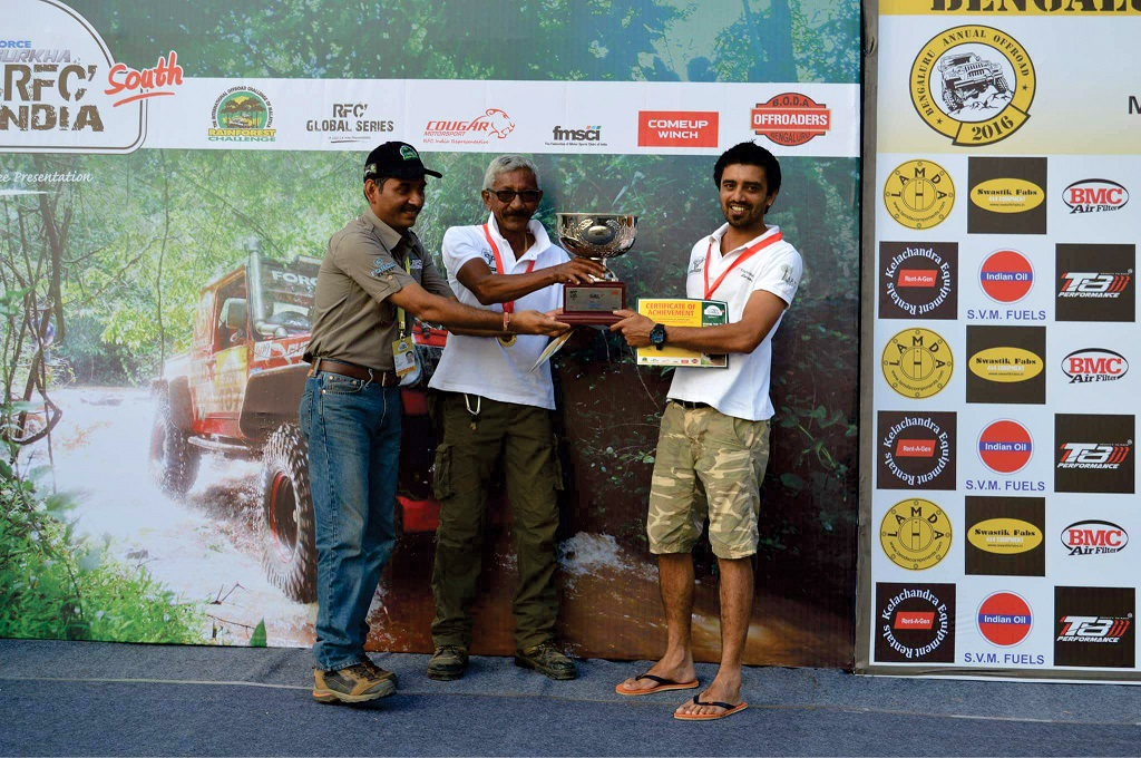 (L-R) Cougar Motorsport's Ashish Gupta handing over the Force Gurkha RFC South India 2016 winners' trophy to Mr. Jagat Nanjapa and Chethan