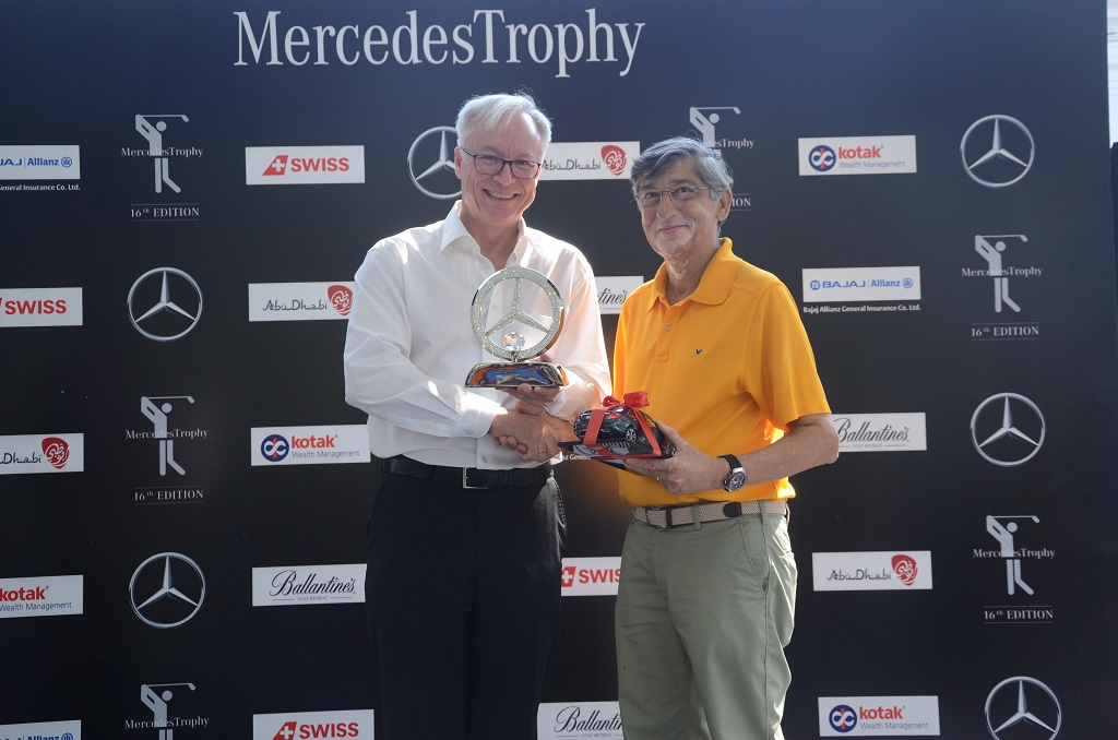 Mr. Roland Folger, Managing Director and CEO, Mercedes Benz India presenting trophy to Mr. Ashok Mohan Advani Cat-B-Winner