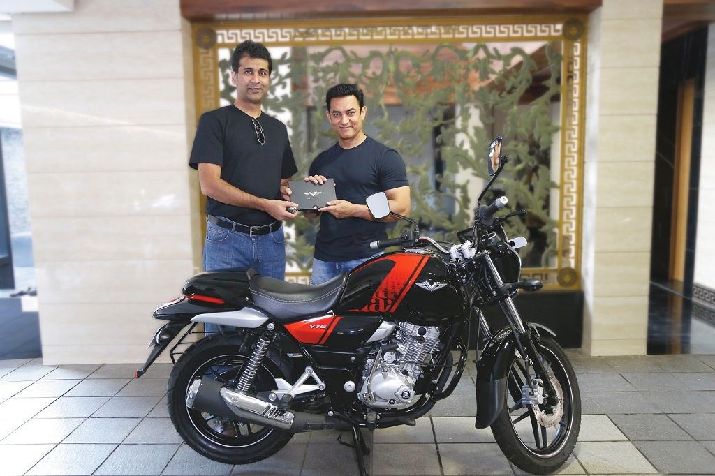 Aamir Khan buys his new bike - Bajaj V (3)