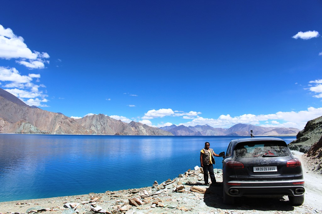 Just the Pangong, us and the Cayenne - enroute Chushul, didnt cross a single vehicle in this stretch