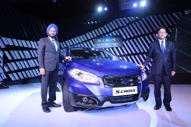 Kenichi-Ayukawa-MD-CEO-right-along-with-R-S-Kalsi-ED-MS-Maruti-Suzuki-India-launch-S-CROSS-Indias-first-premium-crossover