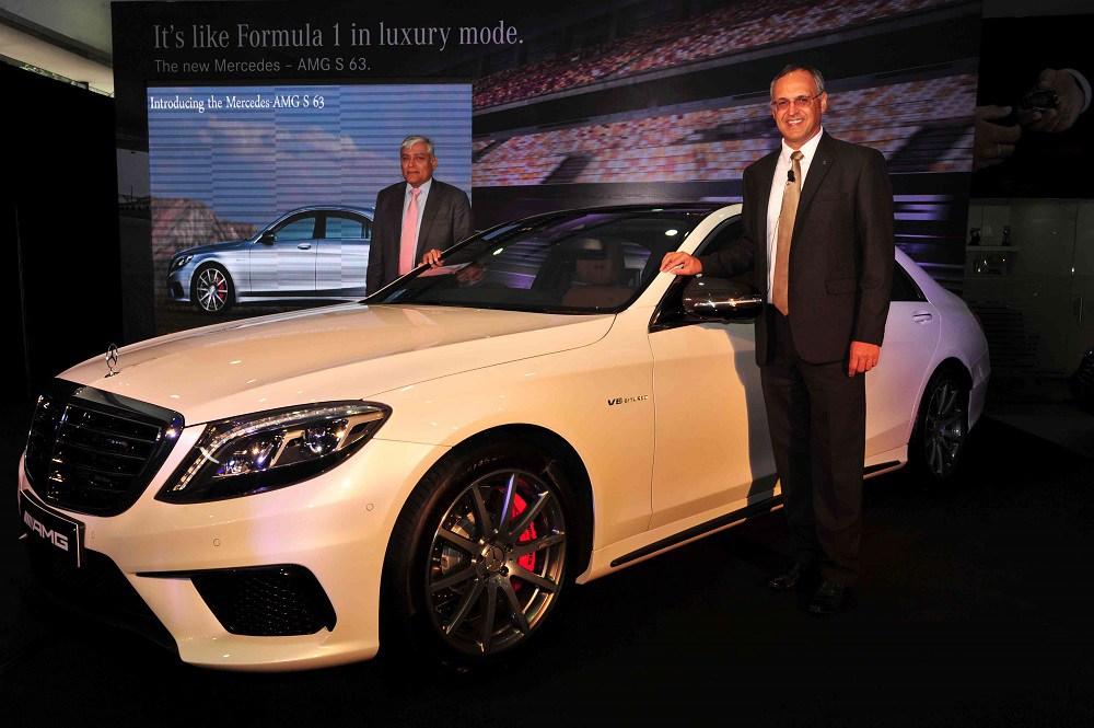 L-R-Mr.-Sharath-Vijayraghavan-Executive-Director-Sundaram-Motors-Mr.-Eberhard-Kern-Managing-Director-CEO-Mercedes-Benz-India-at-the