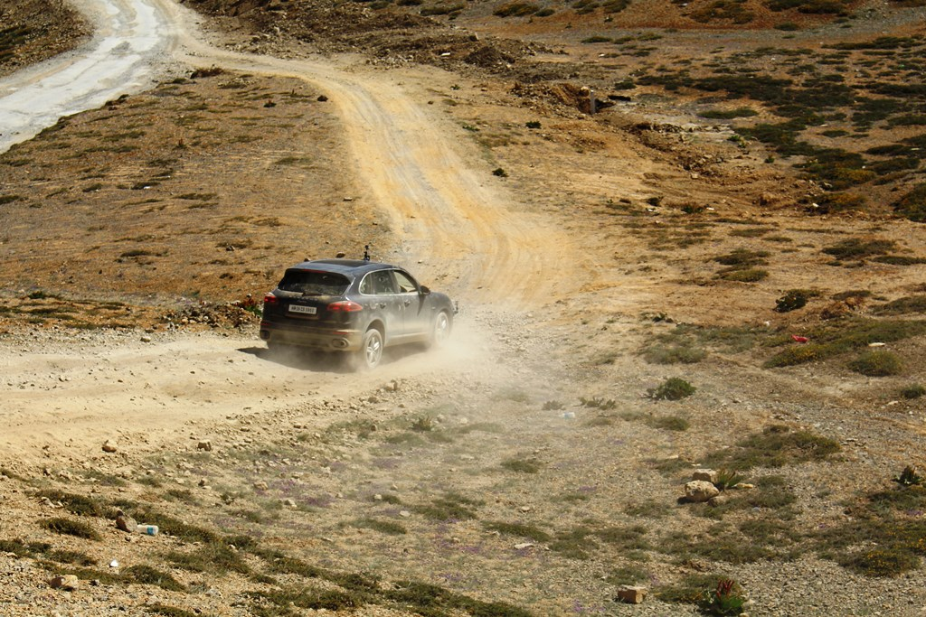 Some crazy descents - near Gata loop on Leh Manali highway