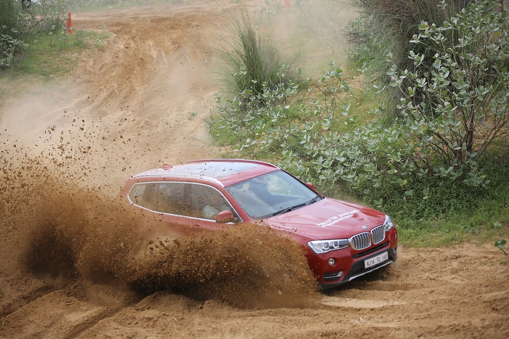 02. The BMW X3 in action at Super Speciality Stage of Rally of Jaypore 2016