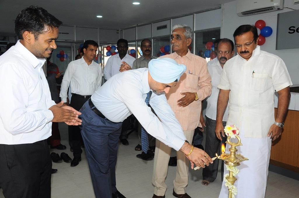 Satinder Bajwa, Vice President, Sales, Network & Customer Relations, Nissan India and Mr. M.O.H.F Shajahan, Minister of Revenue & transport, Puducherry lighting lamp at Vignesh Nissan dealership