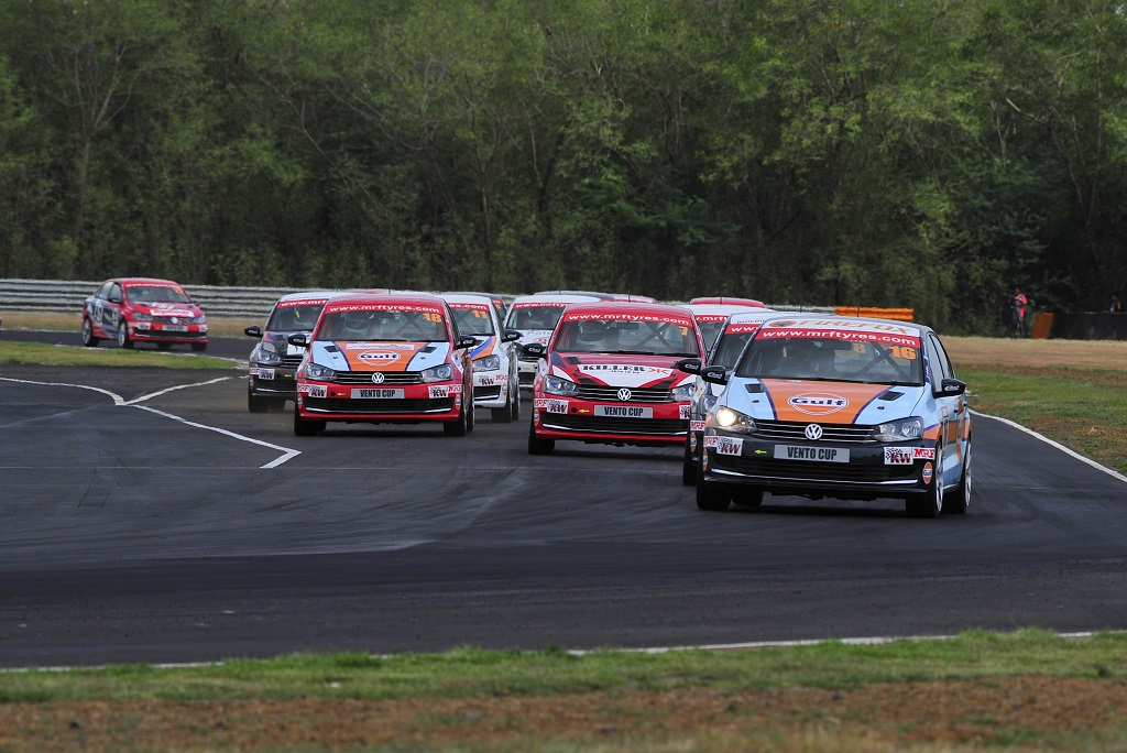 Karminder Pal Singh leads the pack of drivers during Race 6 of Vento Cup 2016