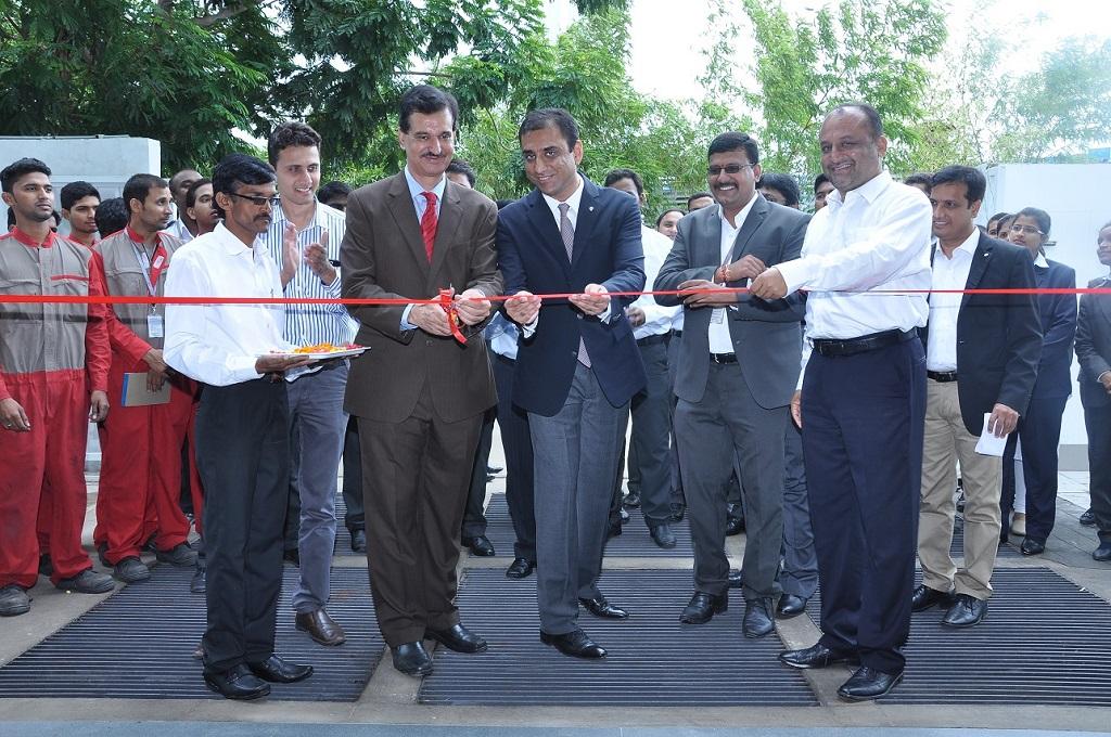 Mr. Arun Malhotra- Managing Director, Nissan Motor India Private Limited and Mr. Siraj Babu Khan, Dealer Principal, Vibrant Nissan at the dealership inauguration