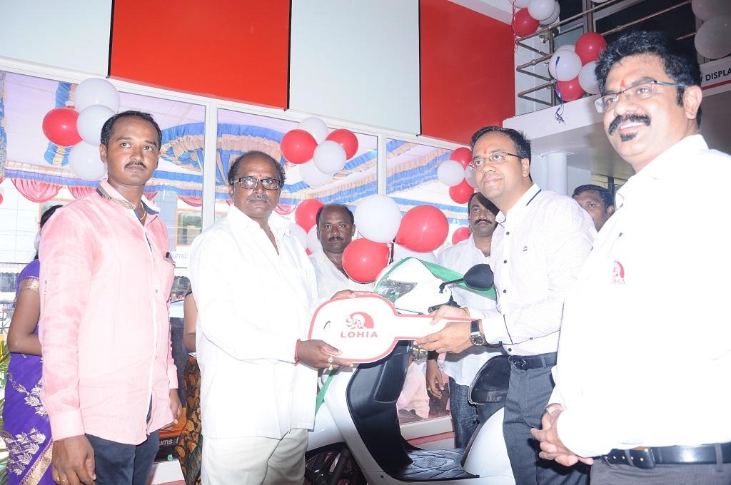 Mr. Ayush Lohia, CEO, Lohia Auto Industries handed over 1st Vehicle Keys to Customer at new Nellore Dealership Showroom