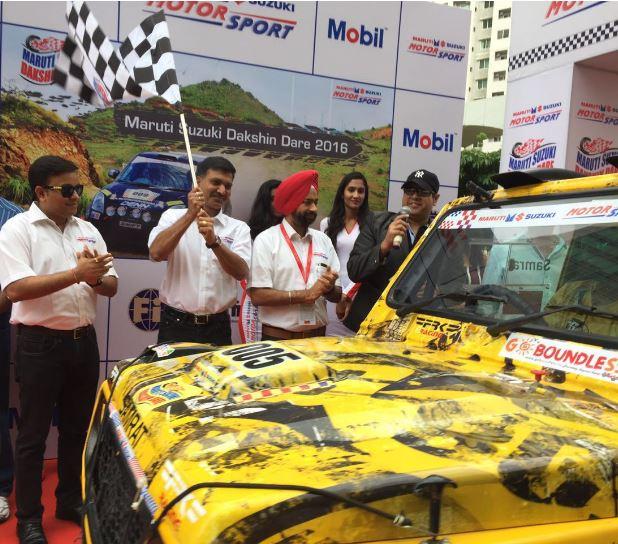 Mr. Ram Suresh Akella, Vice President, Sales, Maruti Suzuki flagging off the 8th edition of Dakshin Dare 2016