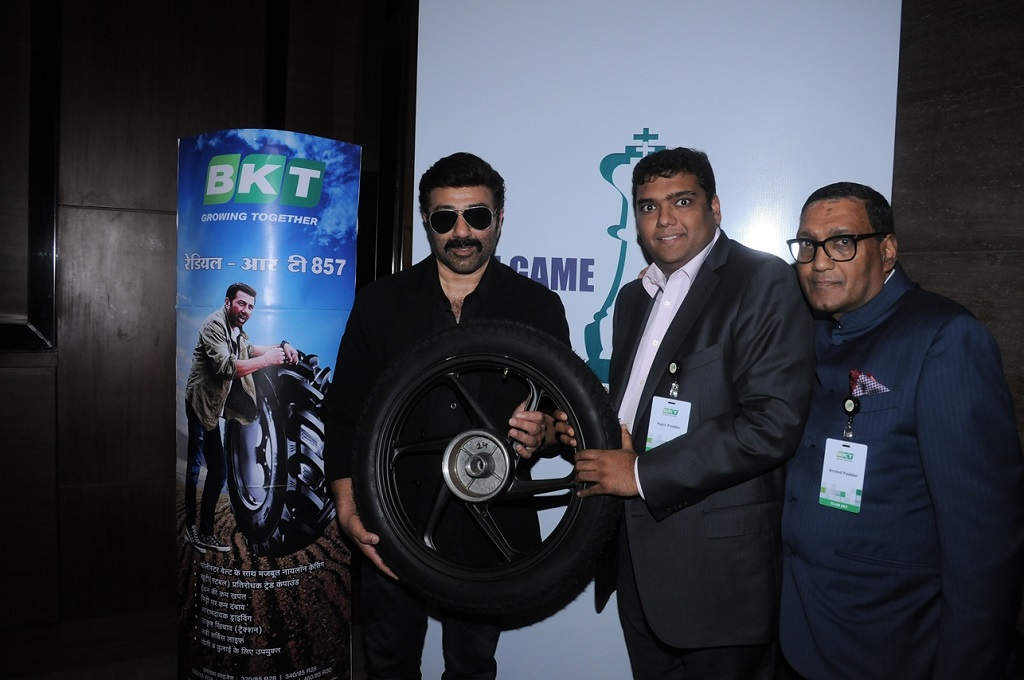 Mr. Sunny Deol and Rajiv Poddar, Joint Managing Director, BKT Tires, Mr. Arvind Poddar, MD, BKT Tires.