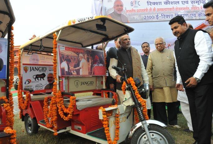 modi-at-a-rickshaw-sangh-programme-by-bhartiya-micro-credit-1