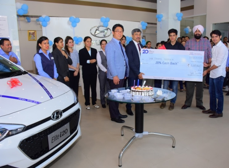 Hyundai Motor India Ltd. (HMIL) facilitated the First Winner of the 20 Years Celebration Offer. The Cash back cheque was presented to the winner Mr. Paras Narula by Mr. Vikas Jain Sr. GM & Unit Head-Sales, HMIL and Mr. YS Chang, General Manager - Central Zone, HMIL. at the Libra Hyundai Showroom in New Delhi