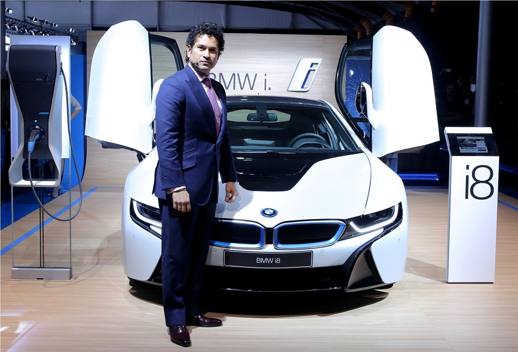 03 Sachin Tendulkar With The Bmw I8 At Auto Expo 2014 Auto News Press