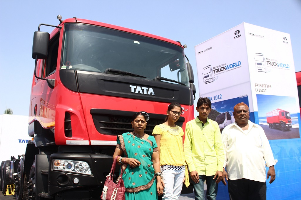 a-family-visiting-truck-world-advanced-trucking-expo-in-chandigarh