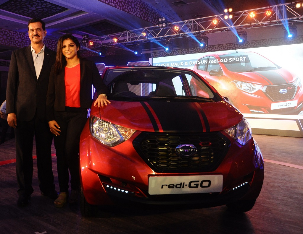 arun-malhotra-md-nissan-motor-india-pvt-ltd-and-sakshi-malik-olympic-medal-winner-at-the-launch-of-limited-edition-datsun-redi-go-sport