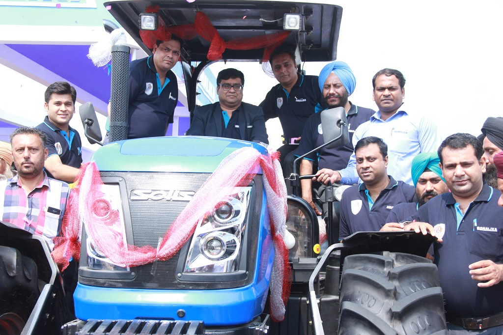 mr-vivek-goyal-zonal-head-punjab-and-haryana-sonalika-itl-among-other-senior-official-during-the-launch-of-indias-first-120hp-tractor-solis-120-in-ludhiana-pau-kisan-mela