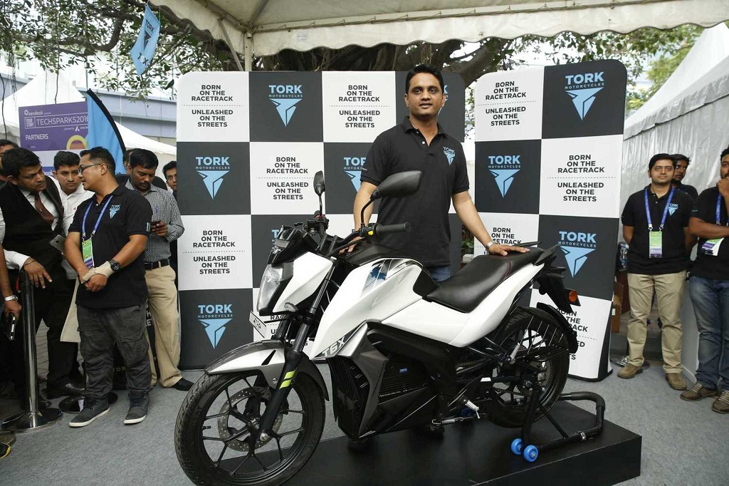 tork-motors-unveils-the-much-awaited-tork-t6x-indias-first-premium-electric-motorcycle-2
