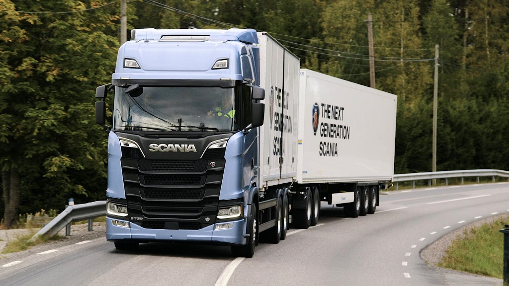 transport-writers-take-scanias-new-truck-generation-out-on-the-road-1