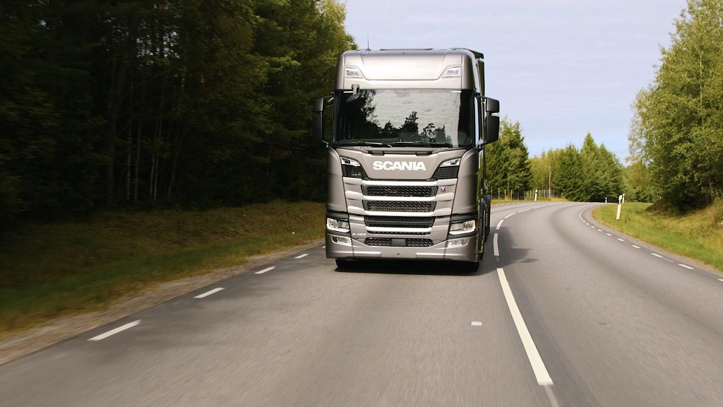 transport-writers-take-scanias-new-truck-generation-out-on-the-road-2