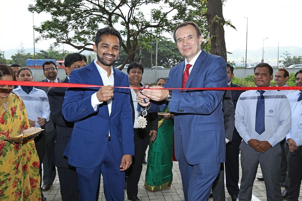 volkswagen-inaugurates-new-showroom-in-mumbai-1
