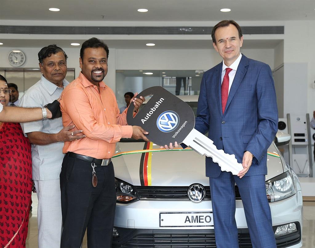 volkswagen-inaugurates-new-showroom-in-mumbai-2