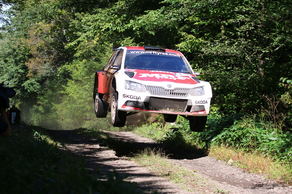 skoda-and-championship-leader-gill-have-first-match-point-in-title-race-2