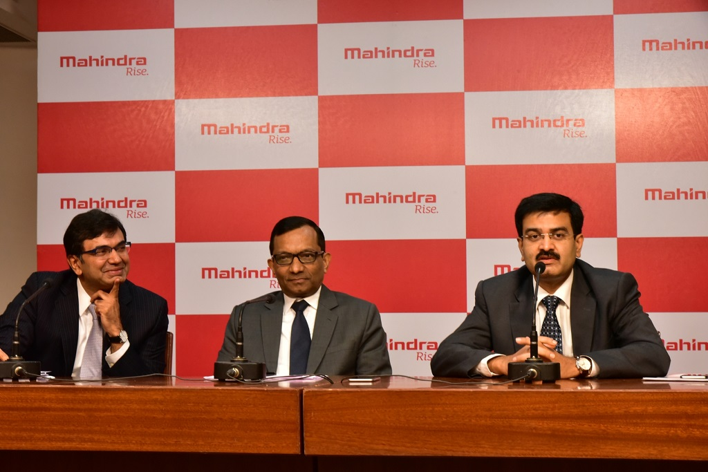 dr-pawan-goenka-ed-mm-flanked-by-mr-rajesh-jejurikar-president-chief-executive-fes-and-2w-and-mr-vinod-sahay-ceo-2w-division-at-a-press-conference-in-mumbai