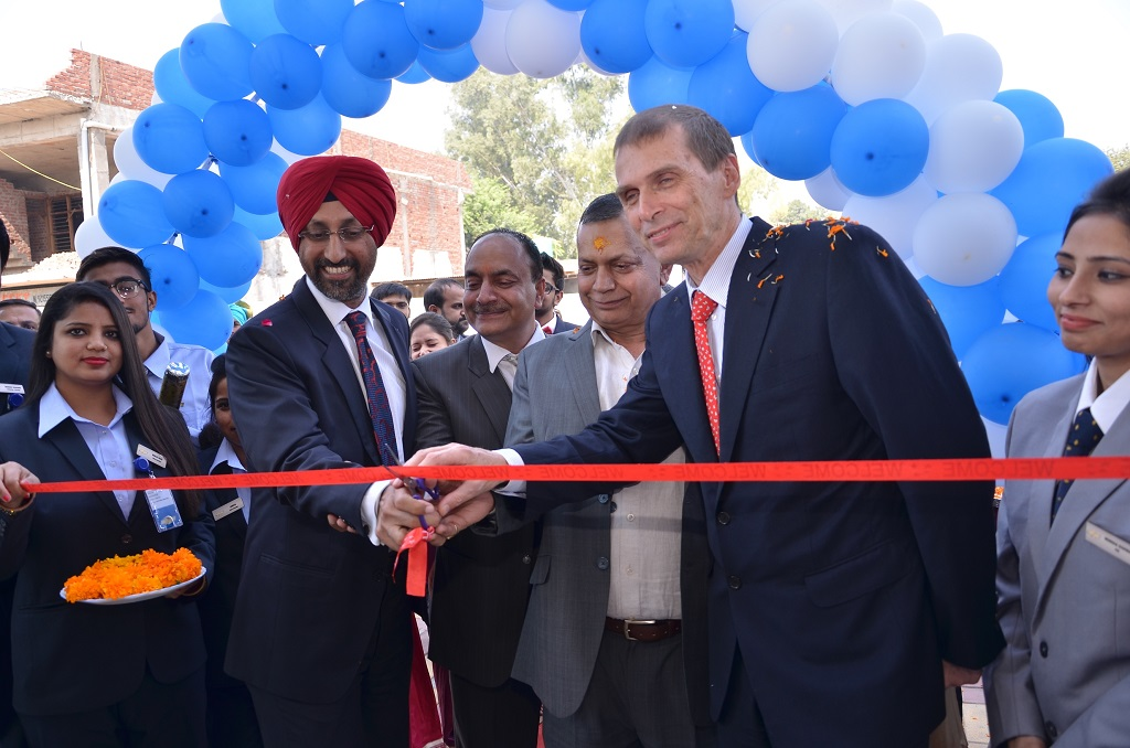 hardeep-brar-vice-president-of-sales-at-gm-india-and-markus-sternberg-vice-president-of-aftersales-and-customer-experience-gm-india-at-the-innauguration-of-ambala-automobiles-_-1