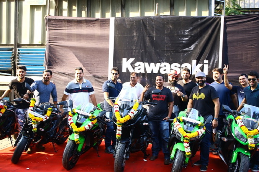 india-kawasaki-motors-delivers-13-motorcycles-to-the-customers-cheated-by-snk