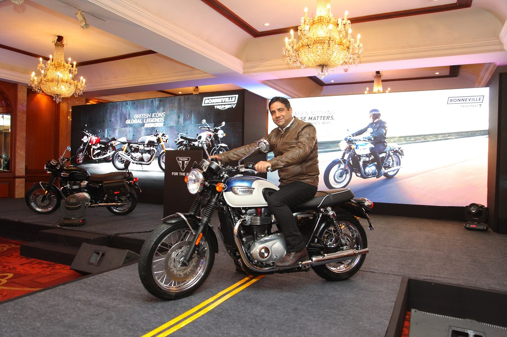 launch-of-the-all-new-triumph-bonneville-t100-by-mr-vimal-sumbly-managing-director-triumph-motorcyclesindia
