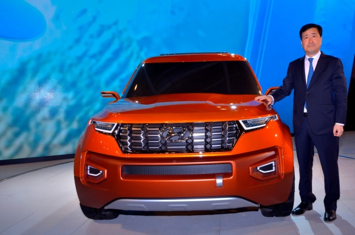 mr-yk-koo-managing-director-hyundai-motor-india-unveils-the-hnd-14-carlino-at-auto-expo-2016-1