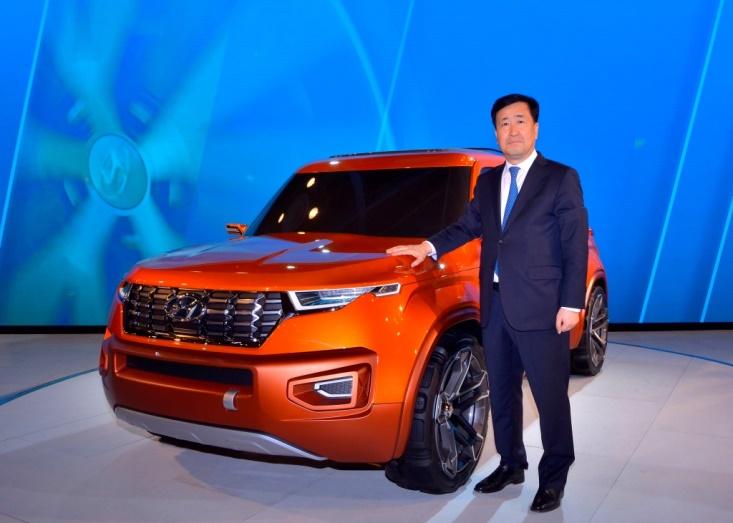 mr-yk-koo-managing-director-hyundai-motor-india-unveils-the-hnd-14-carlino-at-auto-expo-2016-2