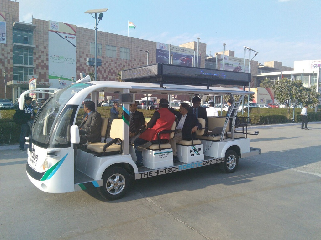 nitin-gadkari-lauds-gurgaons-hi-tech-robotic-systemz-for-its-driverless-vehicle-novus-drive-a