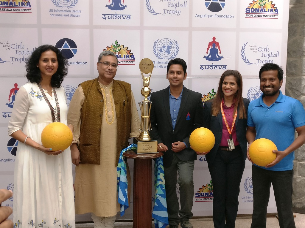 unveiling-of-trophy-by-angelique-unic-sudeva-and-sonalika