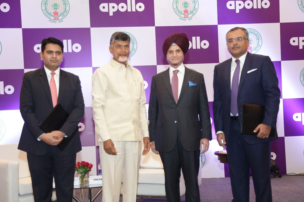 (left to right) Kartikeya Misra, IAS, Director of Industries, Government of Andhra Pradesh, Shri N Chandrababu Naidu, Honourable Chief Minister of Andhra Pradesh, Onkar S Kanwar, Chairman, Apollo Tyres and Sunam Sarkar, Director, Apollo Tyres after the signing of the MoU