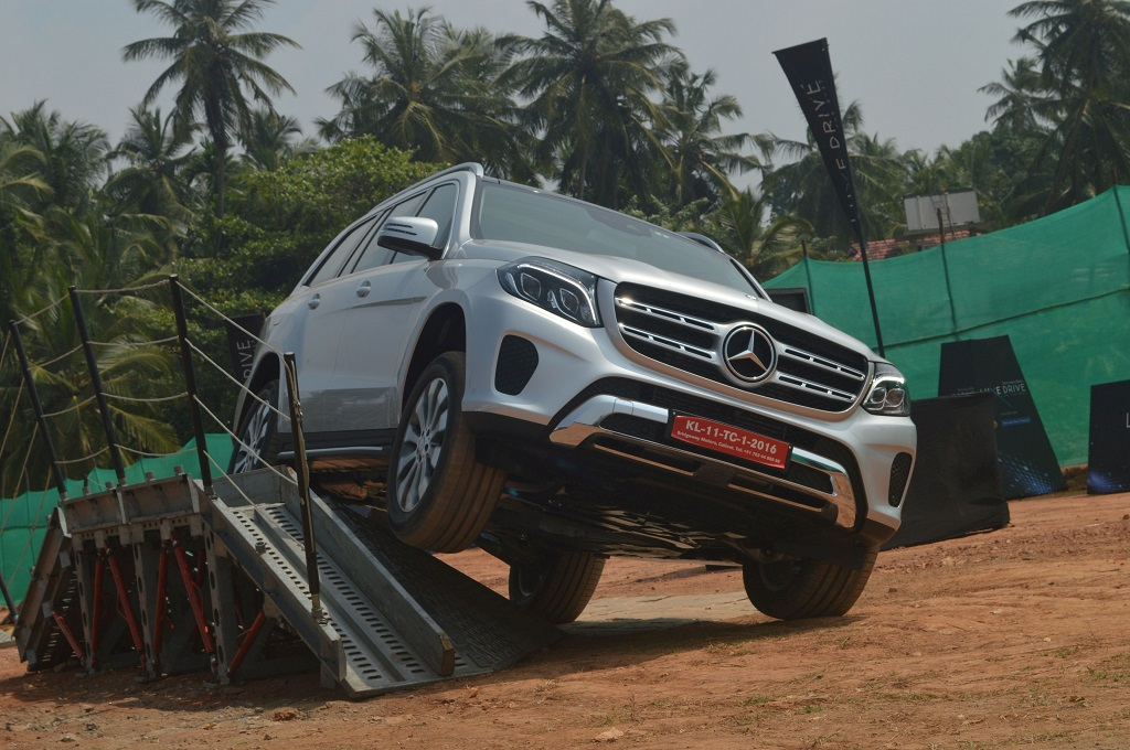 expert-drivers-showcasing-the-various-vehicle-dynamics-and-features-of-the-mercedes-benz-range-of-cars-at-luxe-drive-in-calicut-1