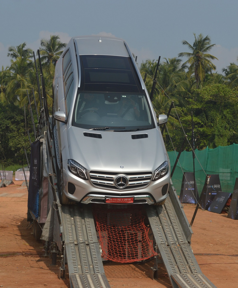 expert-drivers-showcasing-the-various-vehicle-dynamics-and-features-of-the-mercedes-benz-range-of-cars-at-luxe-drive-in-calicut-2