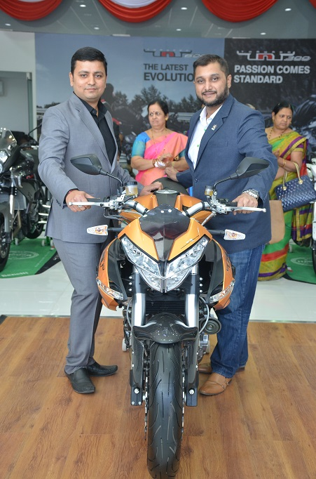 l-r-mr-jignesh-intwala-dealer-principal-dsk-benelli-vadodara_-mr-shirish-kulkarni-chairman-dsk-motowheels