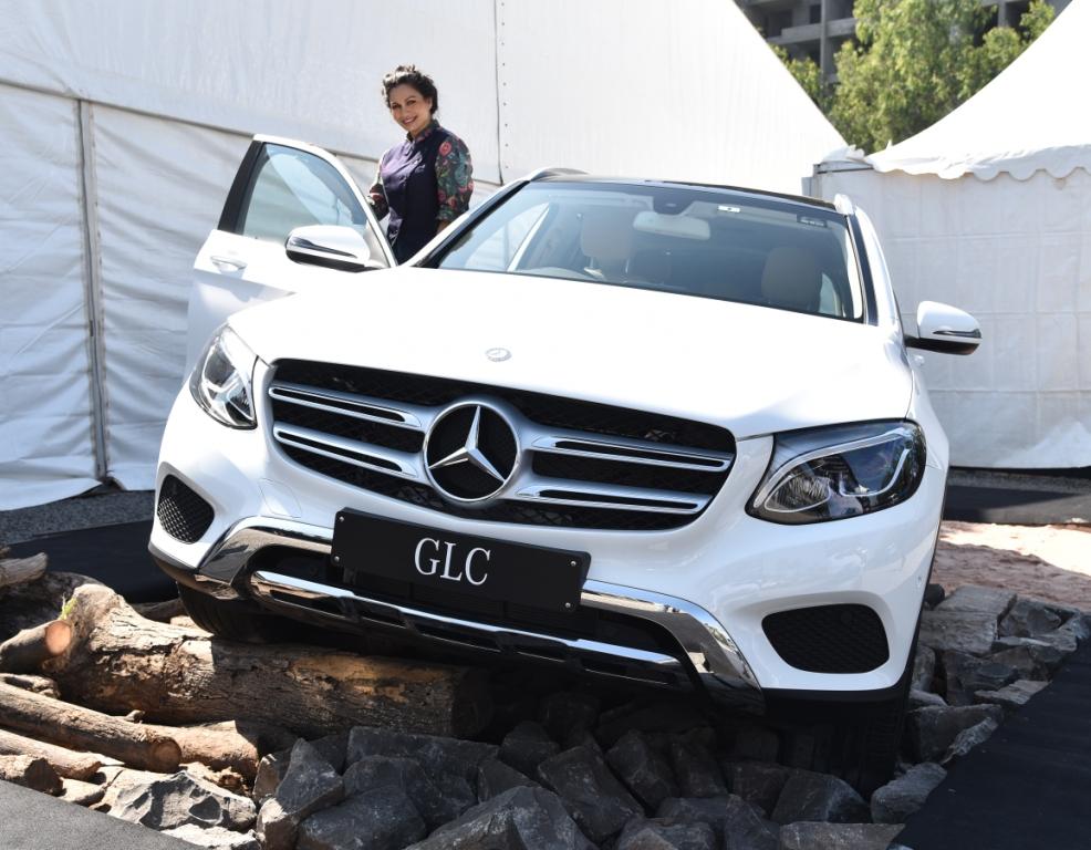 maria-goretti-at-mercedes-benz-luxe-drive-in-pune-2