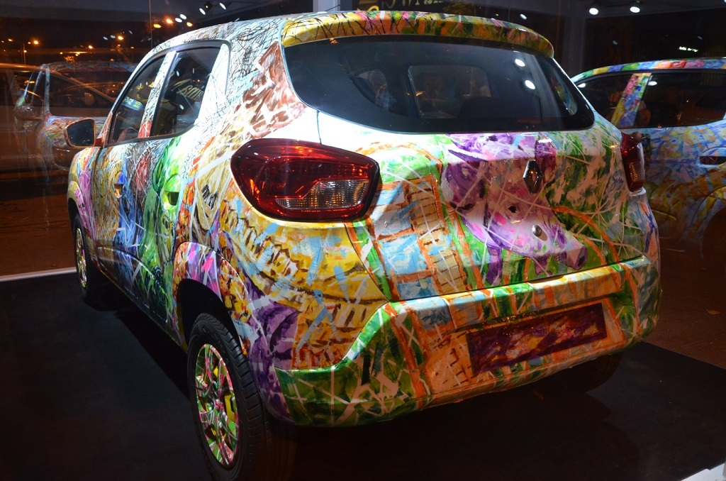 renault-kwid-art-car-on-display-at-kala-ghoda