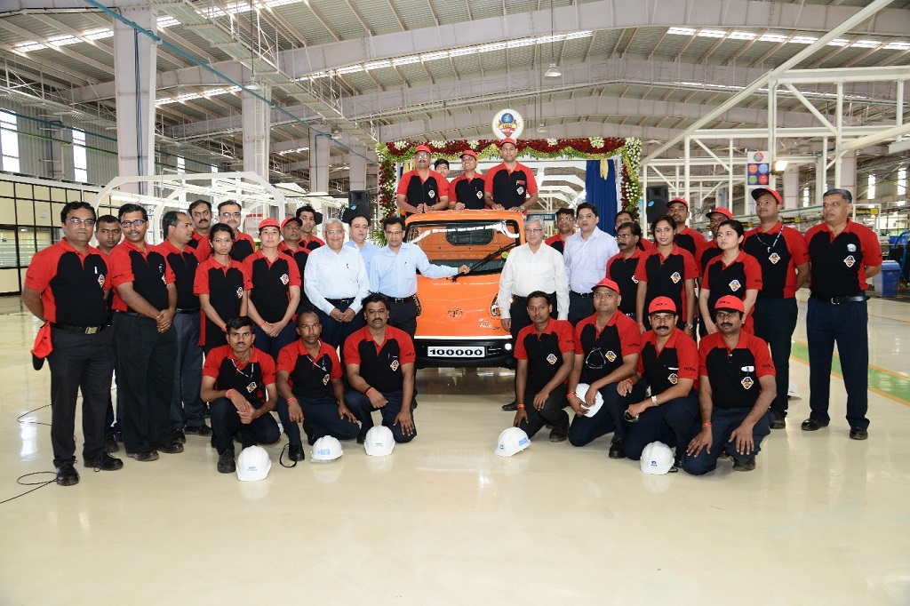 tata-motors-celebrates-the-roll-out-of-100000th-tata-ace-zip-at-the-dharwad-plant-3