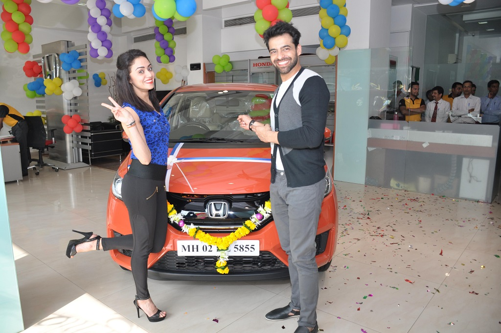 nach-baliye-winners-with-honda-jazz-nxpowerlite
