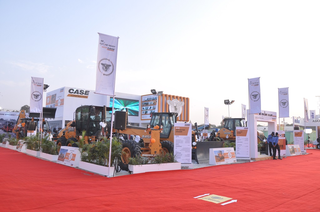case-launches-new-dozers-and-soil-compactor-at-bauma-conexpo-india-2016-3