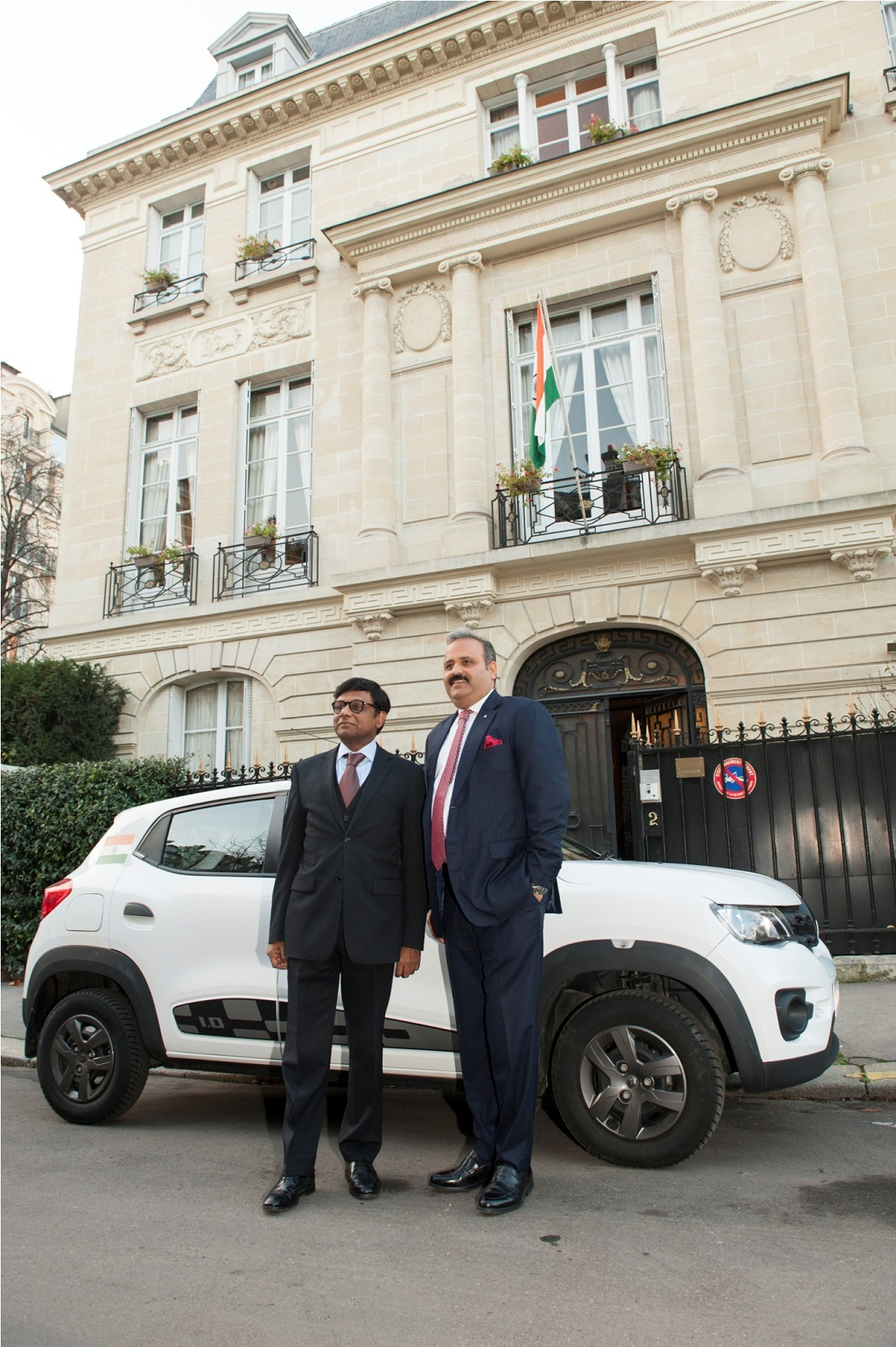 image-1-l-r-dr-mohan-kumar-ambassador-of-india-in-france-and-mr-sumit-sawhney-country-ceo-and-md-renault-india-operations