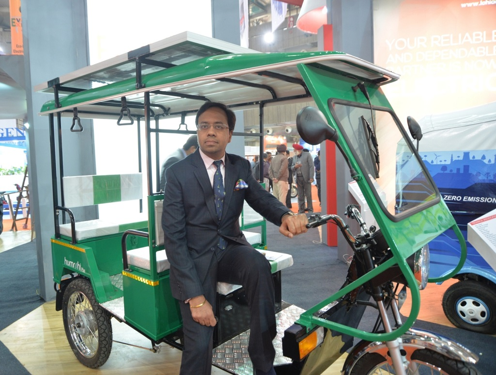 lohia-auto-showcased-countrys-1st-solar-pow-1