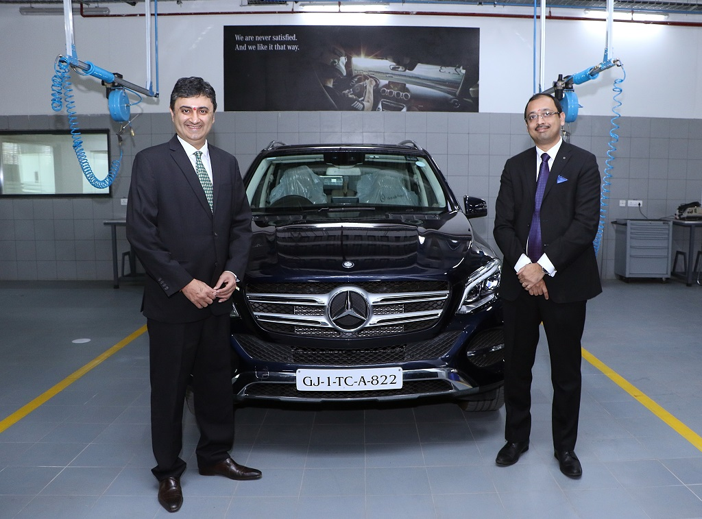 mr-sanjay-thakkerchairmanbenchmark-cars-and-mr-santosh-iyervp-after-sales-and-retail-training-mercedes-benz-india-at-the-inauguration-of-mercedes-benz-ahmedabad-workshop